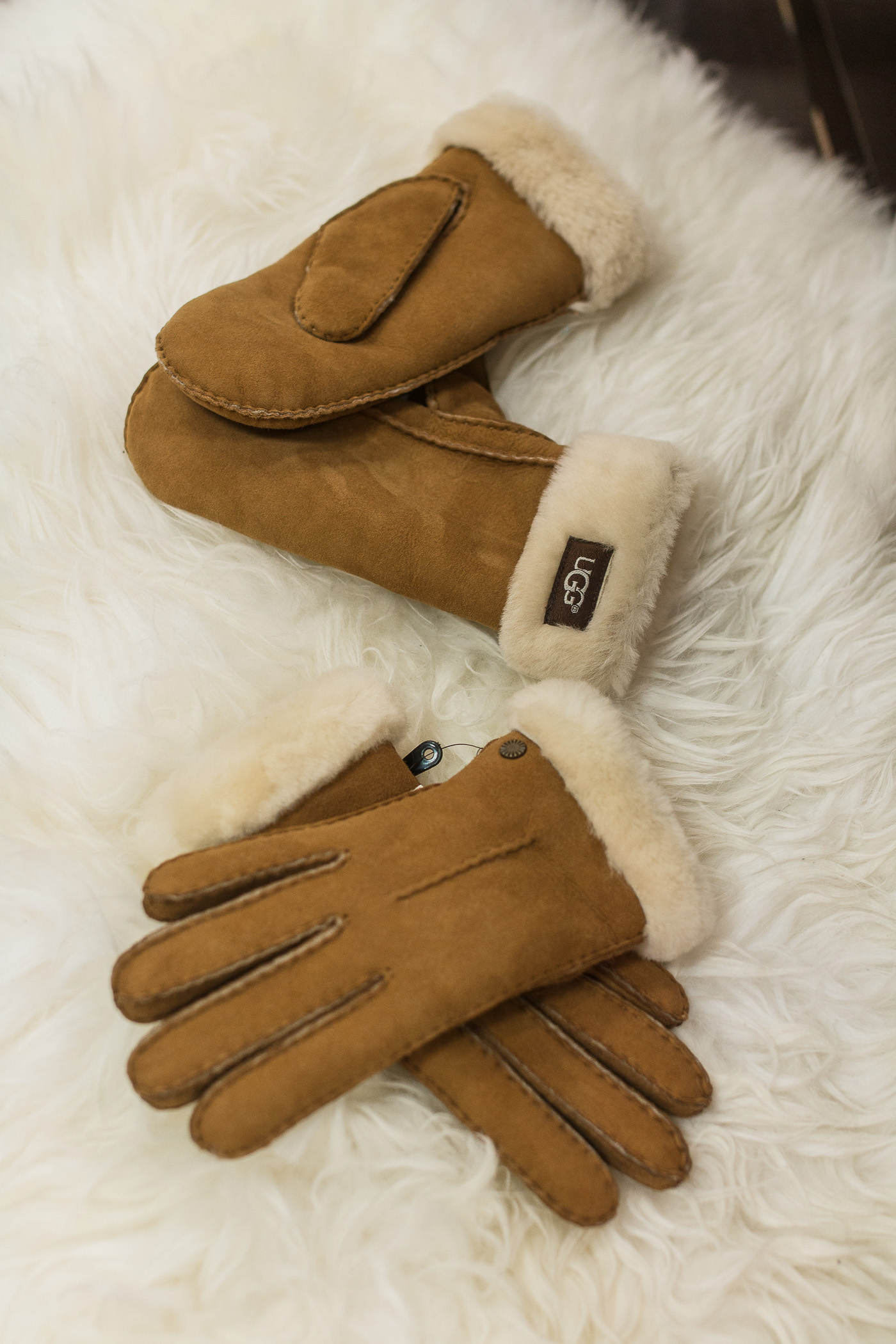 UGG Gloves at Cincinnati Premium Outlets